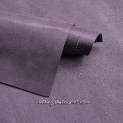 Cuir violet scintillant
