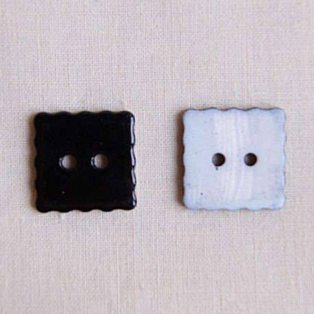 Bouton 18 mm carré noir