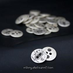 Boutons métal vielli